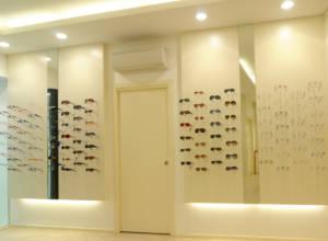 Ottica Manzoli parete occhiali